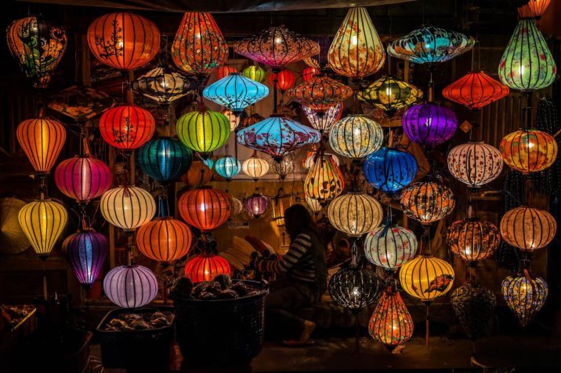 Risultati immagini per città delle lanterne