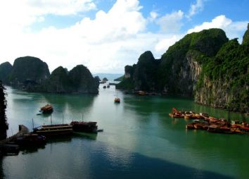 tour-del-vietnam-ha-long-bay.jpg