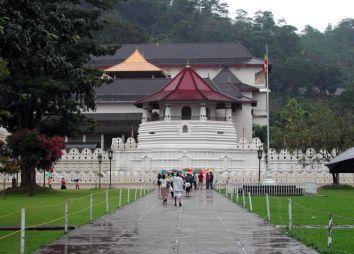 sri-lanka-citta-di-kandy-tempio-del-dente.jpg