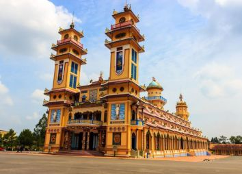 vietnam-la-religione-cao-ed-il-tempio-di-tay-ninh.jpg